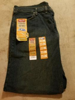NWT Men's Wrangler 4-Way Flex Relaxed Fit Jeans Size 44 X 32