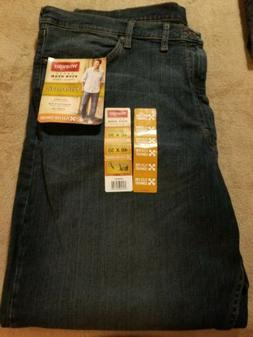 NWT Men's Wrangler 4-Way Flex Relaxed Fit Jeans Size 46 X 30