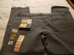 NWT Men's Wrangler 4-Way Flex Relaxed Fit Jeans Size 42 X 30
